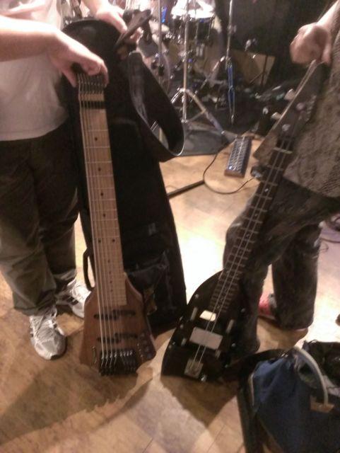8弦ベースと2弦ベース